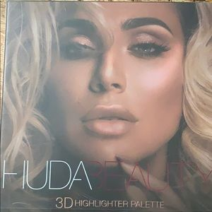 HUDA 3-d highlighter palate (pink sands edition)